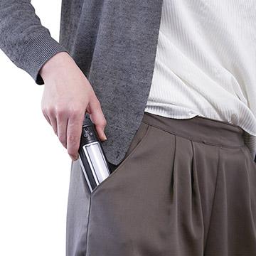 ポケットにも簡単に入るスリムなデザイン
